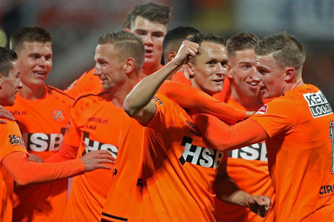 Fc Volendam Doet Zeer Goede Zaken Sc Cambuur Herstelt Zich Na Zwakke Start Voetbal International
