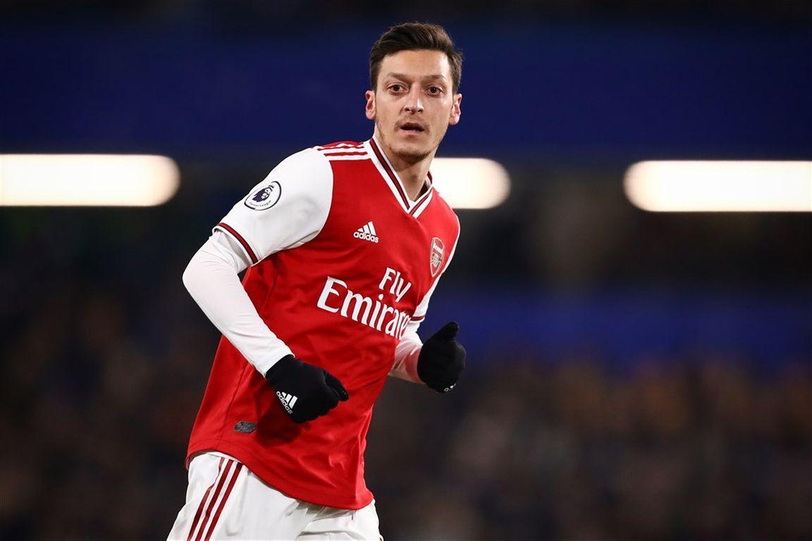 Arsenal-paria Özil: 'Pijnlijk dat mijn liefde voor de club niet beantwoord wordt'