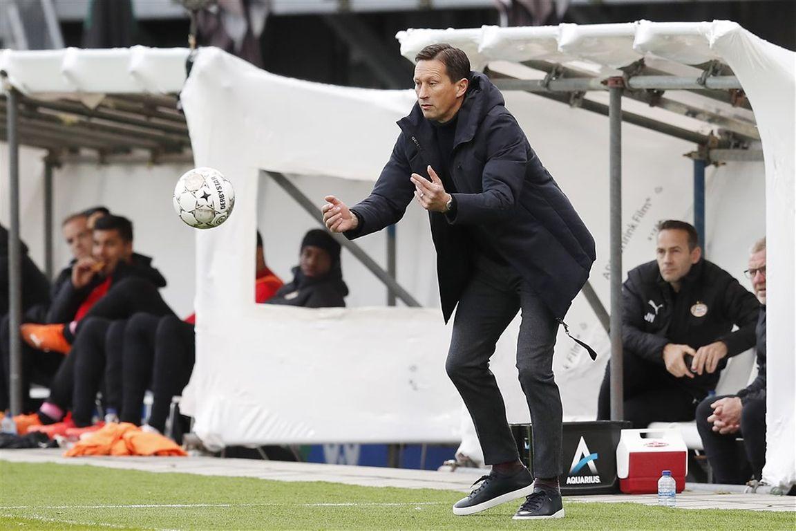 Zorgen bij PSV-trainer Schmidt: 'Er zijn mogelijk meer geïnfecteerde spelers'