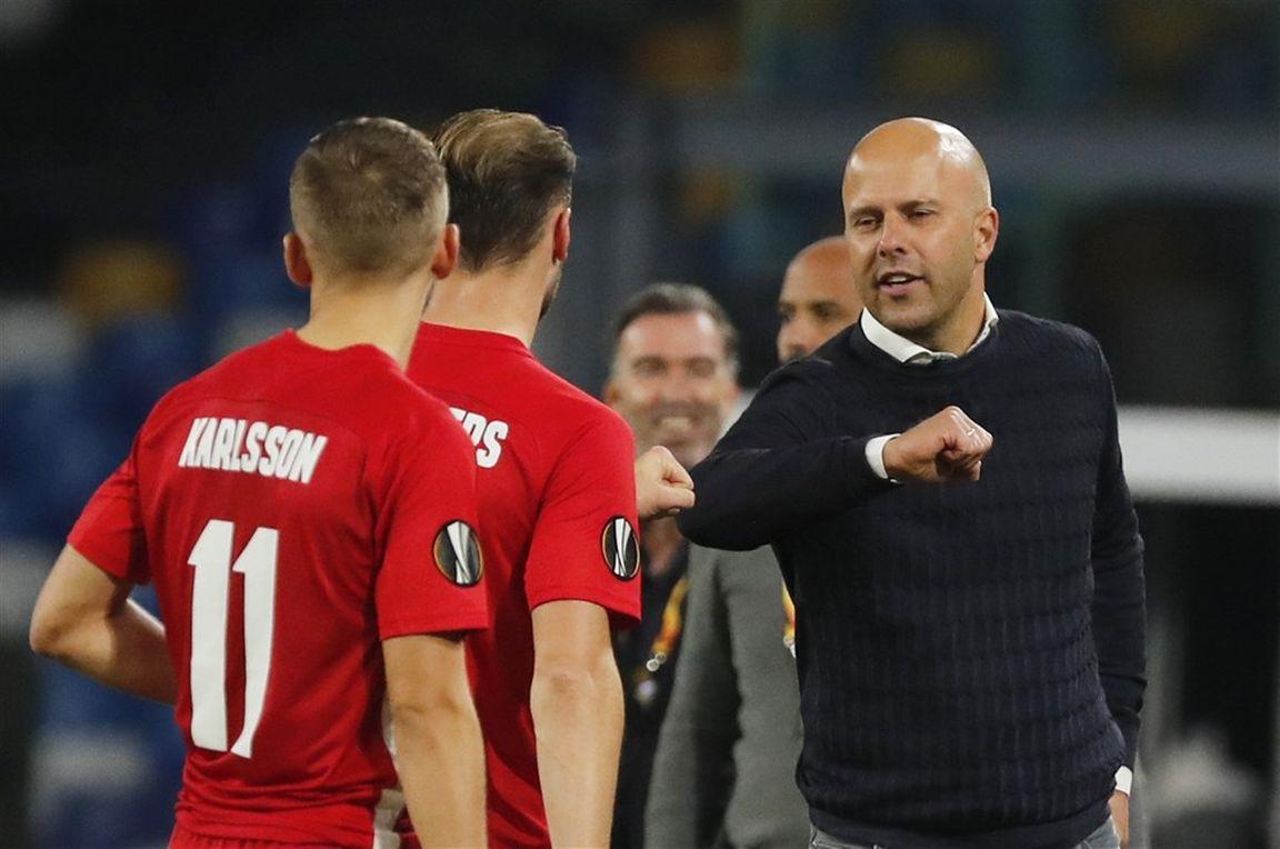 Het foefje van Slot: AZ-trainer erg blij met uitvoering tegen Napoli