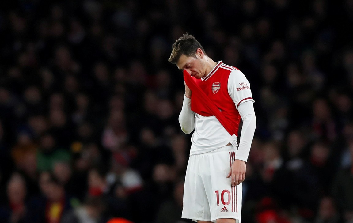 Emotionele Özil neemt vol liefde afscheid van Arsenal