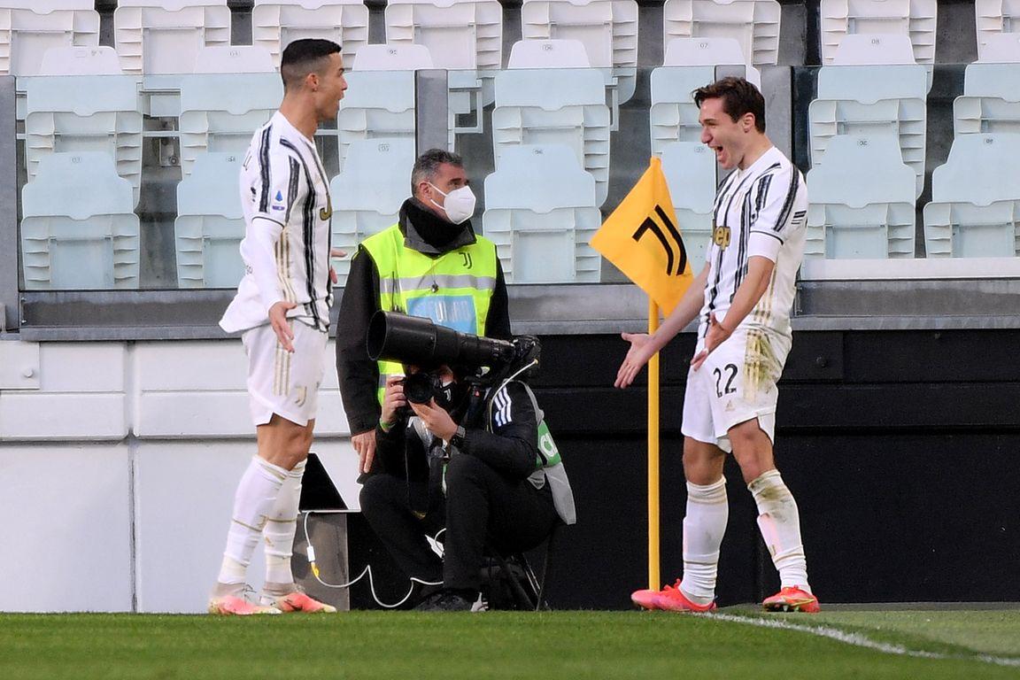 Ronaldo en Dybala helpen Juve aan cruciale slag, Inter ruikt de titel -  Voetbal International