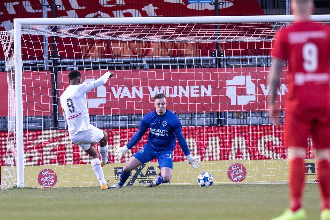 Almeerse promotiedroom verder weg, spektakel in Limburgse derby