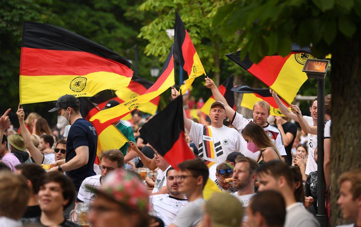 Uitgeklede krakers: ook geen Duitse en Italiaanse fans op Wembley