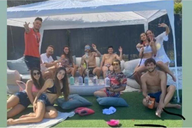 Fotos van feestende Luuk de Jong zorgen voor ophef in Spanje