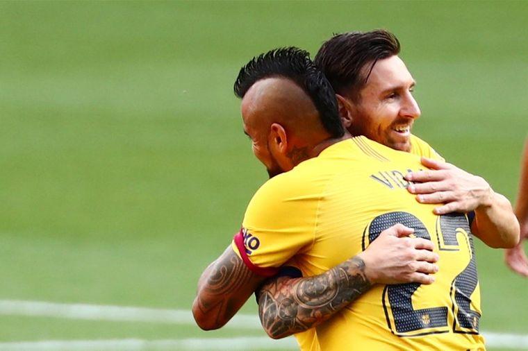 Messi Treedt Met Slim Wippertje In Voetsporen Xavi Voetbal International