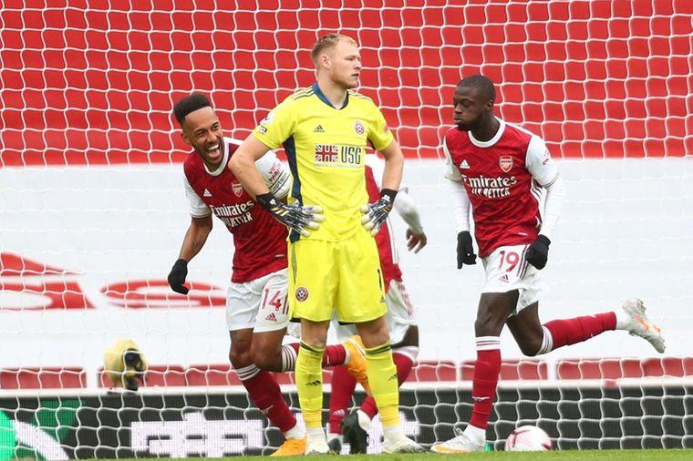 Bellerín leidt Arsenal naar derde zege, Wolves wint met hakken over de sloot